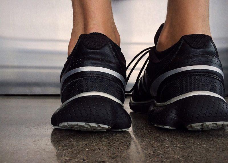 scarpe da corsa per piedi piatti